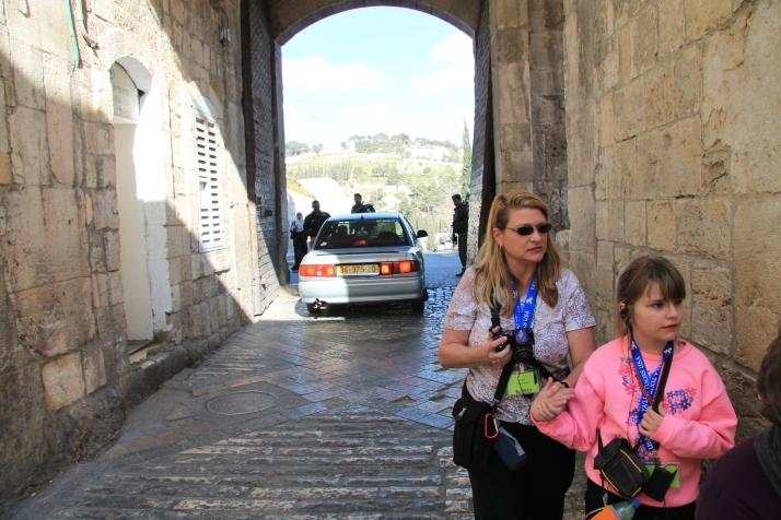 Zoë and her mother enter Jerusalem