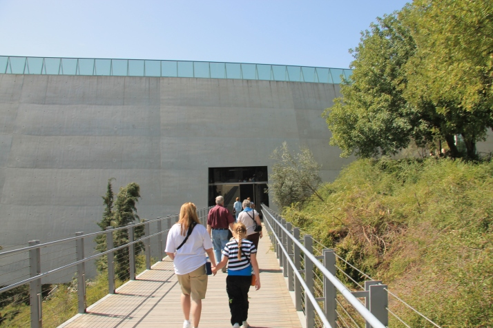 Zoë and her mother visiting the Yad Vashem Holocaust Museum